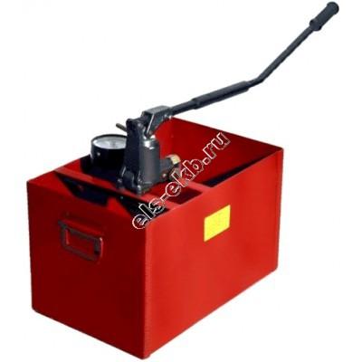Насос опрессовочный ручной УГИ-450 (Pmax=450 атм; Qmax=3,2 cм³/цикл; с баком 45 л)